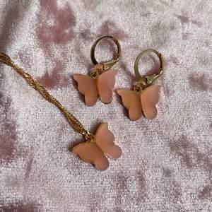 Säljer detta super gulliga smycke set av rova fjärilar! Helt nyttt! GRATIS FRAKT❗️