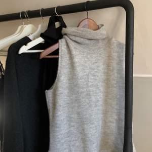 Ljusgrått stickat linne. Trendigt. Använd en gång, inte min stil. Köparen står för frakt 🤎 Skulle säga att den passar XS, S, M.