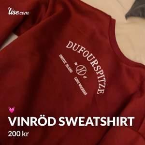 Kollar intresset på min vinröda sweatshirt från Shein! Använd en gång