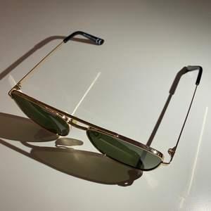 Snygga solglasögon från H&M. Bara lite använd och i bra skick. UV-skyddande glas