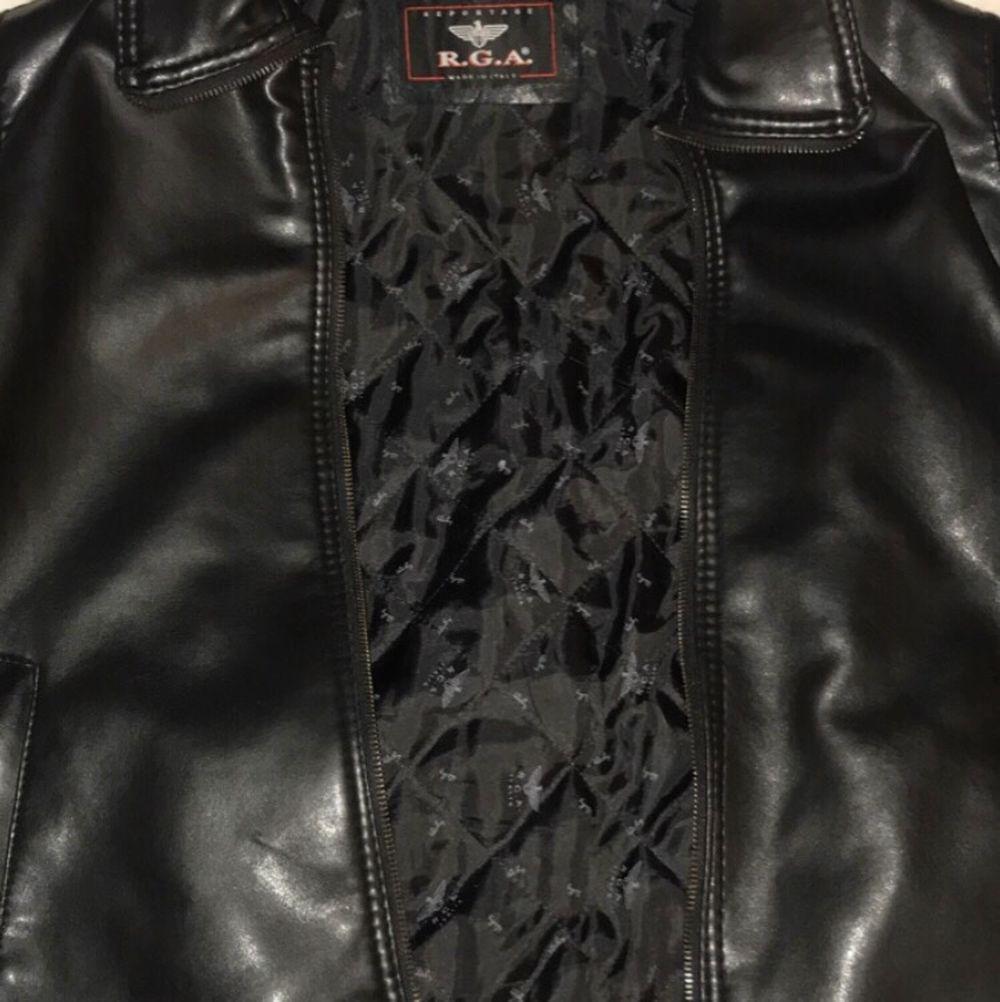 Skinnjacka med lite Vintage motorcykel stil, i nyskick och bara använd en gång. Jackan är M/L men funkar som oversize också. Den kostade 1500 från början, men säljer den billigt för att jag inte har någon användning av den. . Jackor.