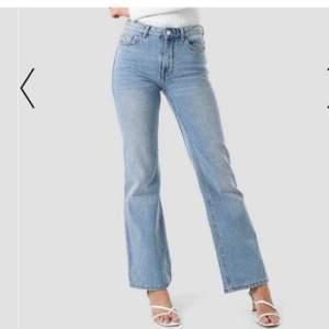 jeans från mango, mid/low waist- går under naveln. Tvärsnygga men är not a big fan av allt som inte är högmidjat😝 hojta för fler bilder!