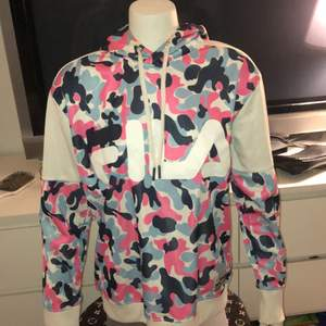 Cool FILA hoodie, storlek M