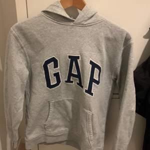 Gap hoodie i barnstolen xl men sitter lite större på mig som har s💗
