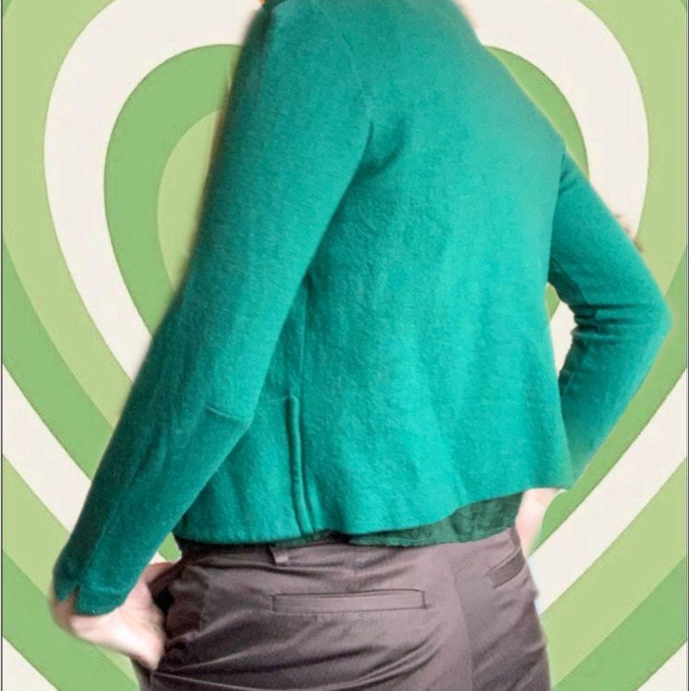 Super mysig kofta i en härlig grön färg💚 Knappt använd!. Tröjor & Koftor.