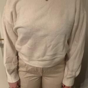 Vit mysig tröja från weekday i storlek S, aldrig använd.