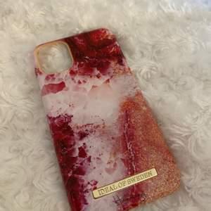Fint, nytt mobilskal från ideal of Sweden (hannalicious kollektion). Säljer för 123kr inklusive frakt. Nypris:399kr. Passar iPhone 11 & iPhone XR