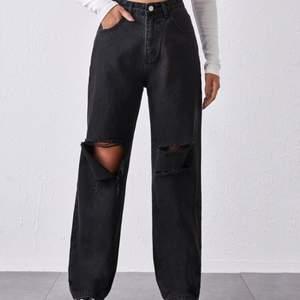Jättefina jeans i storlek S, säljer då de är för stora för mig. Skriv om ni har några frågor eller är intresserad💞HÖGSTA BUD: 190kr