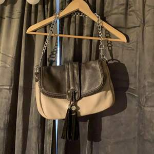 Vintage väska, buda i kommentarerna. Startbud 150kr