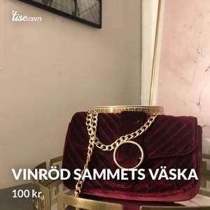 Super fin vinröd  sammets väska ifrån Gina tricot, 100kr🥰