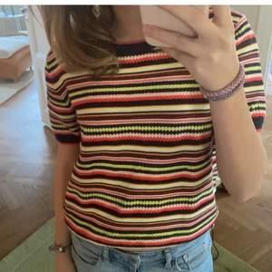 Säljer denna sjukt snygga tröja ifrån zara! Köpt på Plick men väldigt fint material och den är inte sönder eller något sånt! Helt ny skulle jag påstå! (Första bilden är från den tidigare säljaren & andra är ifrån tiktok)