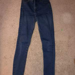 Skinny high waisted dark jeans, stretchy and comfortable