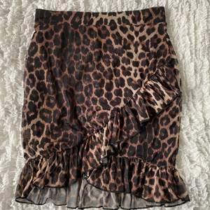 Kjol från Nelly.com, storlek small. Använd fåtal gånger. Köpare står för frakten.