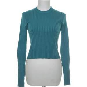 Så fin blå tröja i nyskick , köparen står för frakt