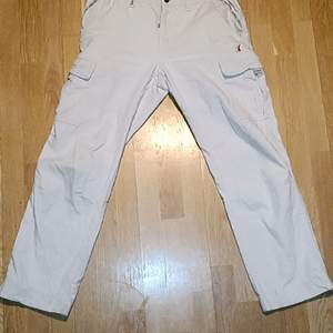 They're very movable, the material ceeps the cold out, and the cooler gets people to notice you easier, great to have at parties, interviews and weddings, the pockets are good zippers, two at the front, and one in the back, very shiny covered by a flap. You look freshened than a MF in these no joke!
