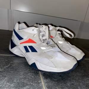 Säljer mina Reebok skor i strl 38 då dom inte kommer till användning! Sparsamt använda och i fint skick. Frakten kommer ingå i priset o är ca 100kr, men kan annars även möta upp💕🥰