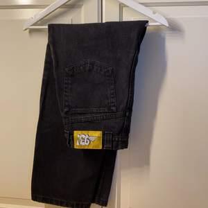 Knappt använda 93s jeans från polar, super coola men passar tyvärr inte