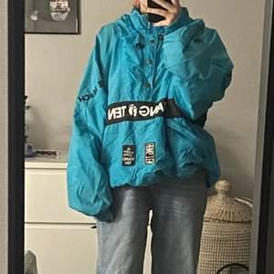 Detta är en vintage jacka som jag ärvt av en vän, därav det låga priset. Köpare står för frakt <3