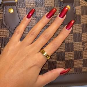 Matchande cartier ring till armbandet ✨ (A-kopia!) säljer denna skönhet, då den tyvärr sitter lite lös på mina smala fingrar