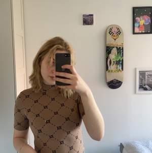 Snygg tröja från amisu. Strl S. Stretchig.