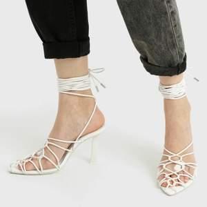 Vita högklackade sandaletter med remmar/snörning/lace up. Storlek 37. Oanvända. Zalando. Nypris ca 399.-