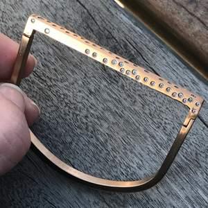 Coolt armband från Edblad i roseguld. Använd ett fåtal gånger. Nypris/butikspris 499kr.