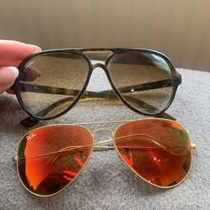 Översta i gul/brun färg och lite större modell! Understa är i orange glas & pilotmodell. Bra skick använda några få gånger! 600:- STYCK. 1000:- för båda