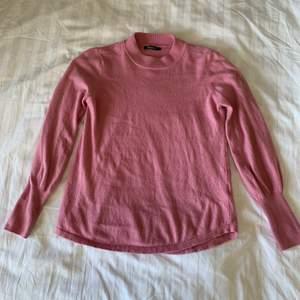 Säljer denna fina rosa tröjan!💞 Superbekvämt material och skön passform. Endast använd ett fåtal gånger. Storlek S. Köparen står för frakt.