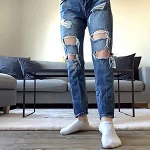 Jeans med hål i