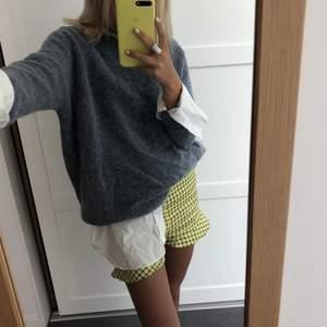 Kollar intresset på dessa supersöta shorts (utan volang) från Zara. Helt nya och oanvända. Dessa är slutsålda och mycket efterfrågna därav tar jag bud💕