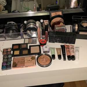 Massa smink, som är oanvänt ( testat några produkter dock). Märken som bl.a. makeup store,nyx,depend och technic. Ögonskuggor,primer,bronzer/highlight, dipbrow,läpp produkter osv. Kontakta mig vid frågor!