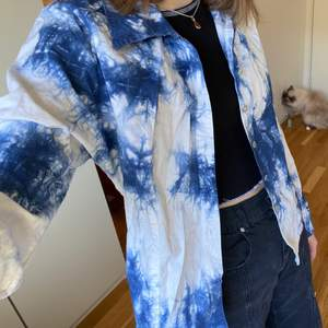 Superfin skjorta köpt på humana, passar nog xs-m beroende på hur man vill att den ska sitta! Själv är jag xs och den är rätt oversized på mig:)