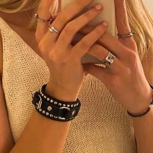 Coolt armband, inte äkta läder! oanvänt