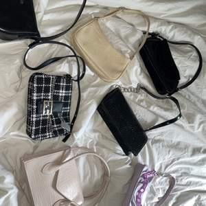 Alla väskor 100kr styck. Dem flesta väskorna är HELT NYA. Med papper i och helt oanvända. Några av väskorna har använts max 3-4 gånger så dem är som nya. 🛍🌩💓