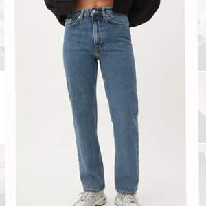 Säljer dessa mörkblå weekday jeans i storlek S / W26 L30 ❤️ ser inte använda ut då jag haft dom ett fåtal gånger, säljer dom för att dom tyvär blivit för små! Nypris 500kr ❤️ leverans går att diskuteras ❤️