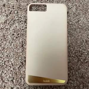 Säljer dessa nästintill oanvända mobilskal till iPhone 8 Plus. Det är lite mer rosa i verkligheten, inte så beige som de ser ut på bilden.💕💕
