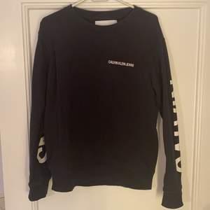 Calvin Klein sweatshirt i storlek S. Passar inte längre på mig. Inte överdrivet använd