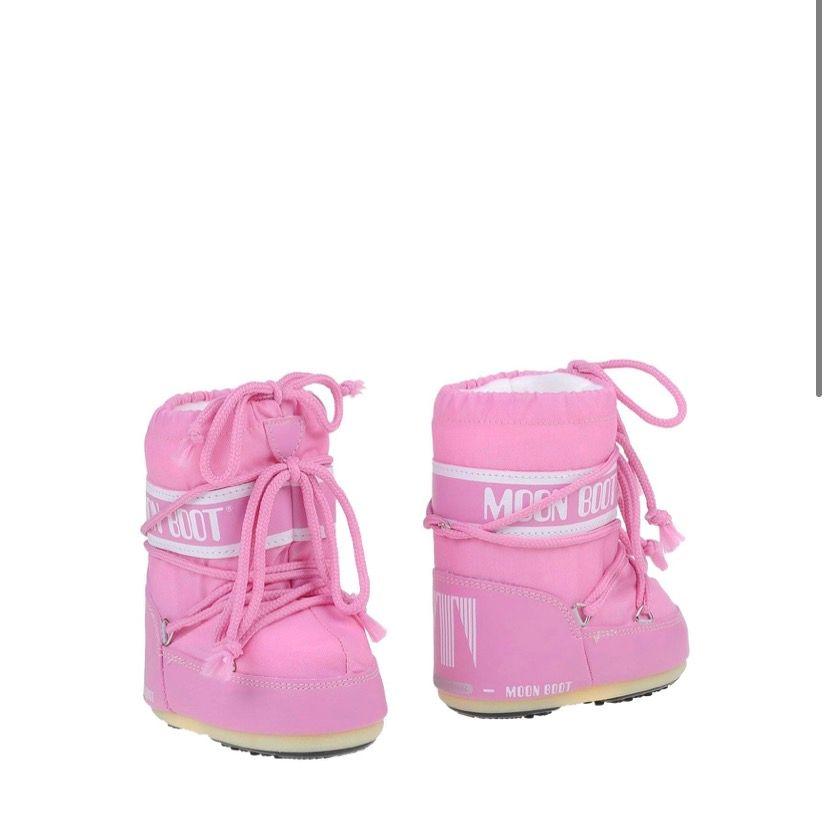 Superfina rosa moon boots, som är helt oanvända och kvar i förpackningen💗 beställde fel storlek och därför är dem supersmå och söta. Skriv vid fler frågor!. Skor.