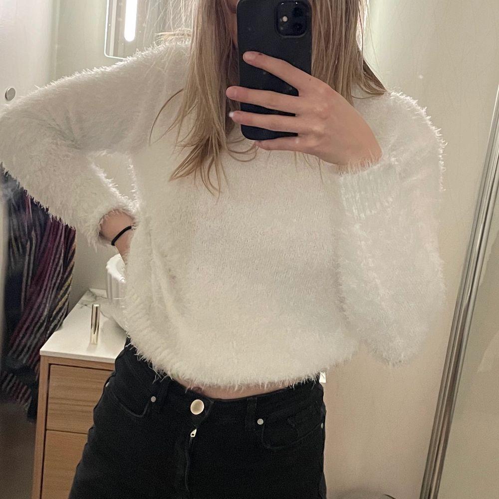 Jättemysig tröja från H&M i storlek XS. Knappt använd!. Tröjor & Koftor.