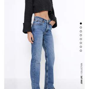"""Hej!! Har några såna hära jeans, vilka storlekar vill ni ha? Modellen heter """"jeans mid rise straight full lenght"""" har just nu bara ett par 32 i lager💕 Men skriv i kommentarerna vilken storlek ni vill ha så köper jag så fort det kommer in så budar ni sen💕"""