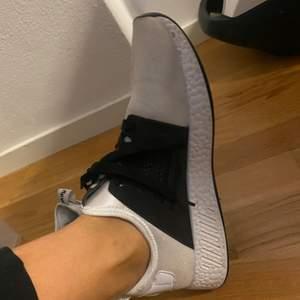 Helt oanvända sköna vita sneakers