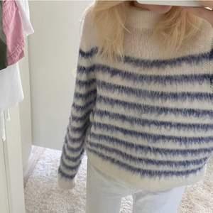 Såå himla fin stickad tröja från H&M. Köpt här på Plick men är i jätte fint skick!💕hör av er vid intresse eller frågor! Köparen står för frakten!! (Bild 1 o 2 är lånade av förra ägaren: Nathalie Tillgren) köp direkt för 400 + frakt!