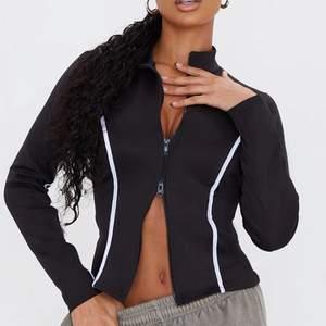 Säljer denna tröja som är köpt från prettylittlething. Har använt 1 gång endast så den är i fint skick! Säljer den pågrund av ingen användning alls.