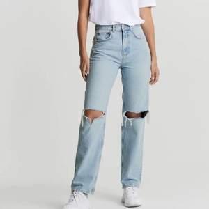 Ett par jeans från Gina Tricot som inte kommer till användning längre. Några cm insydda i midjan men inte väldigt mycket.