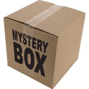 """Hej tänkte börja göra mystery boxes :) säg din stil så fixar jag en box med en tröja, ett halsband och andra accessoarer <3 jag kan göra y2k, edgy eller """"softie"""" stil :) skriv till mig om ni undrar något"""