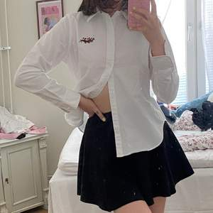 En vintage Ralph Lauren skjorta jag köpte på Etsy för ett tag sedan som tyvärr inte har kommit till användning. Väldigt snygg och grymt bra kvalitet!! Aldrig använd, endast testad. Storlek 12 (L) men passar som M.