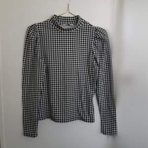 Snygg tröja från Only stl M ⚪⚫ använd fåtal gånger