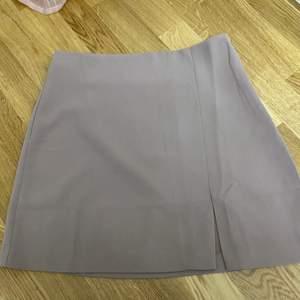 Jätte fin kjol i strlk S från Nelly, aldrig använd därmed som ny. Kan fraktas!