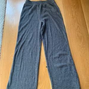 Säljer dessa sjukt snygga och sköna Urban Outfitters mjukis byxor som jag tyvärr inte använder längre. Skriv priv om frågor eller bilder:)