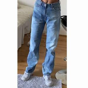 Asballa jeans med fläckar köpta här på plick, kmr tyvärr inte till användning💓💓första bilden är inte min